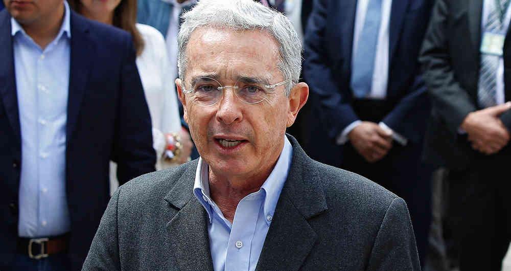 Álvaro Uribe Velez responde a una demanda por injuria y calumnia, interpuesta por el periodista Daniel Coronell